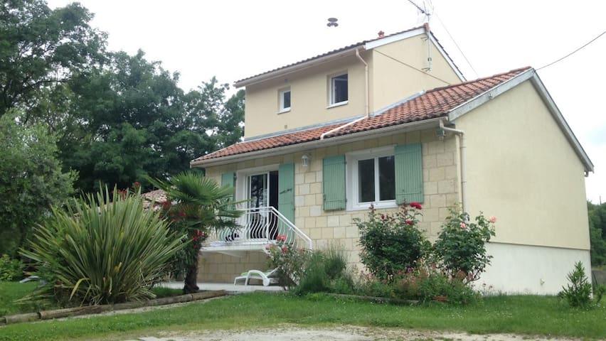 Maison à proximité de Bordeaux - Cubzac-les-Ponts - Dom