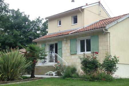 Maison à proximité de Bordeaux - Cubzac-les-Ponts - Casa