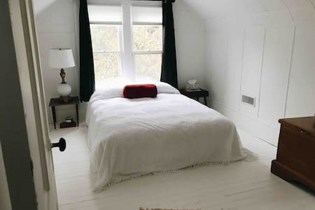 Comfy Room on 1st • Lovely Space & Choice Location