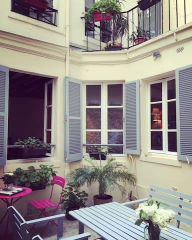 Charmante Maison avec terrasse au coeur de Paris ! - Pariisi - Talo