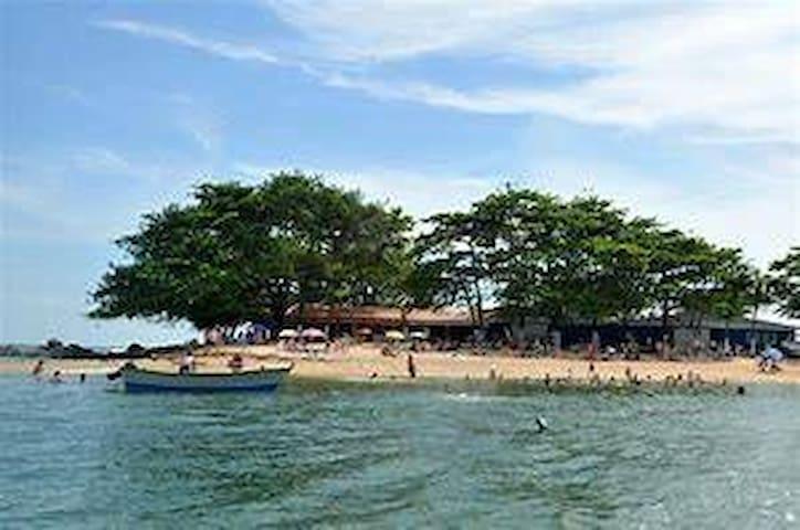 Praia de Itajuba - Costão Pedras Brancas e Negras