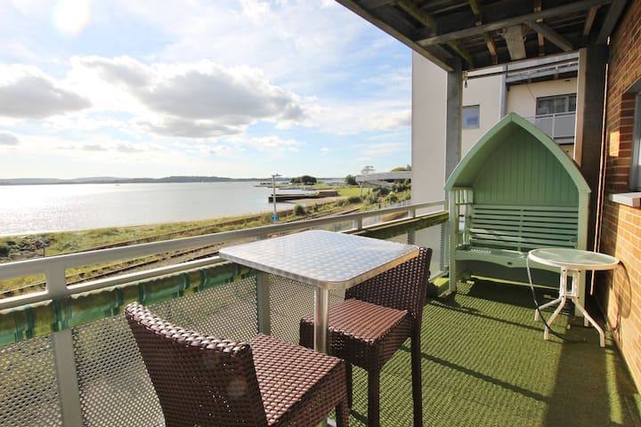 Harbour Reach - Stunning waterside apartment