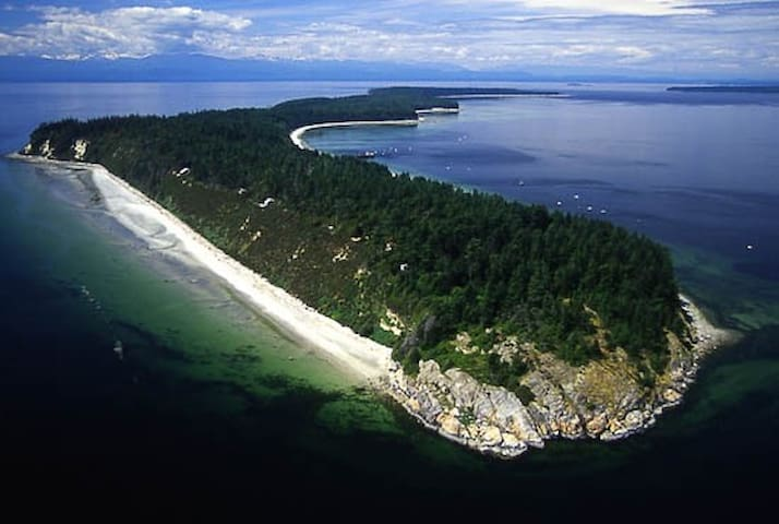 Savary Island Getaway Cabin-kick back and relax!! - Lund