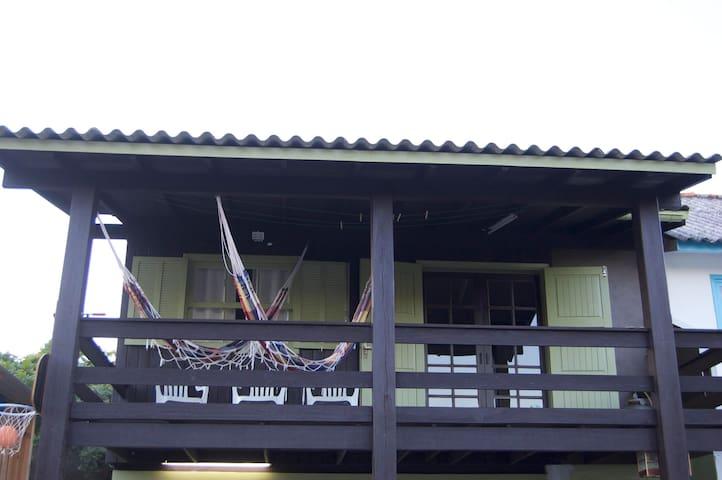 Casa 60 metros da Praia de 4 Ilhas-Bombinhas. - bombinhas - House