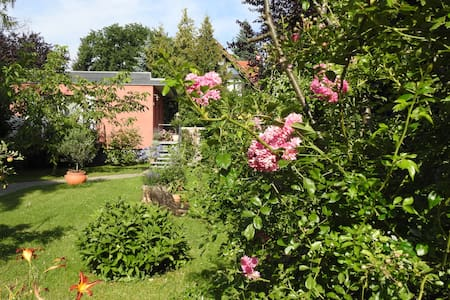 Quiet and beautiful studio in a garden