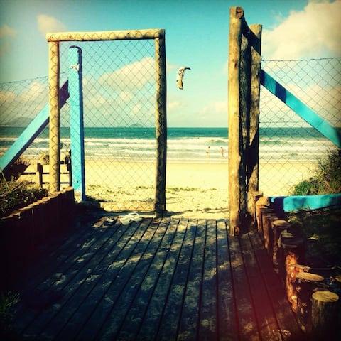 Estúdio Homeoffice c/ Saída Exclusiva para Praia
