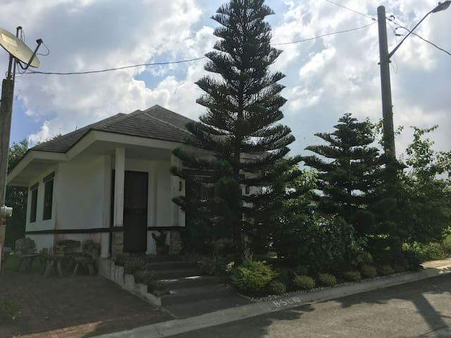 2 Br 1 Bath in Quiet Neighborhood near Tagaytay