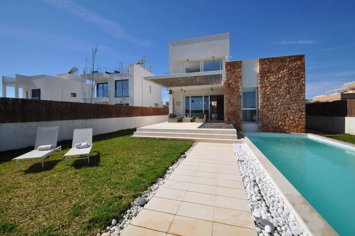 Detached house in Sa Rapita with sea views and private pool