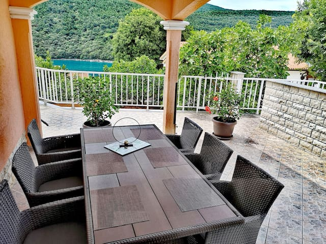 HOLIDAY HOME  WITH BEUTIFUL SEA VIEW (80m)