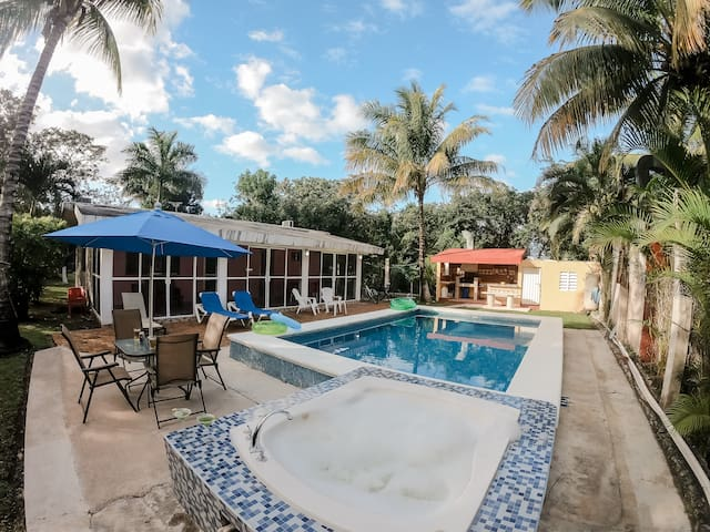 Charmy house, Close to  beach, great pool