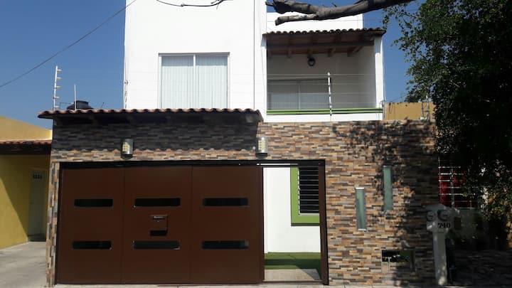 bonita casa con terraza y jacuzzi