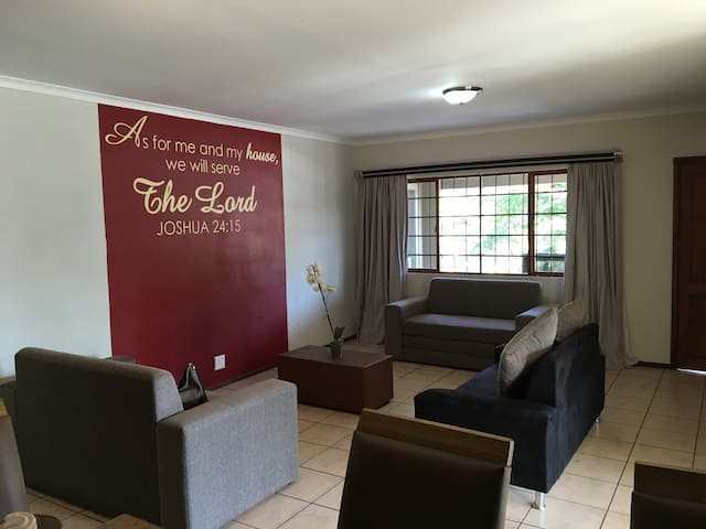 53 Orange Grove Stylish 8 Sleeper - Durban North