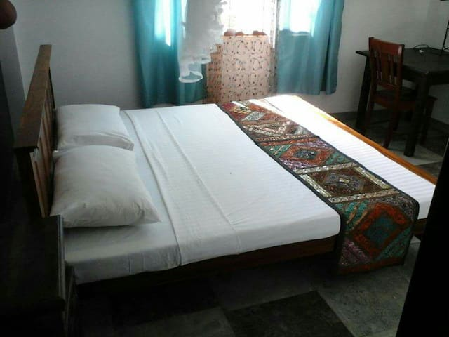 DBL BED ROOM.YOU CSN CTCT THE HOST On 009471 8601438