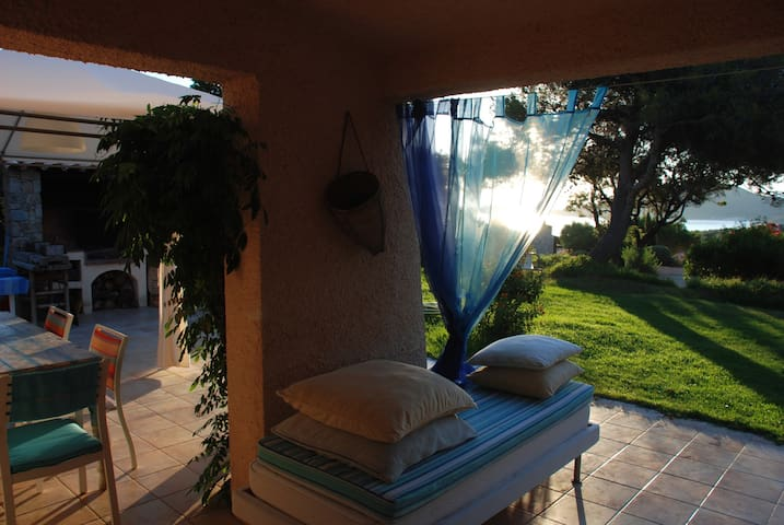 Villa with garden steps from beach 3bedroom3baths - Corbara - Villa