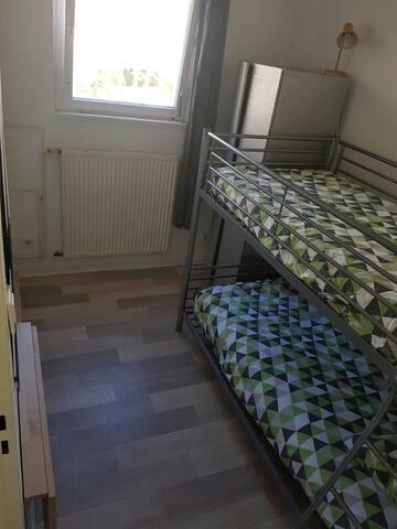 Shared  2 GIRLS ROOM in Kreuzberg_Mehringdamm 2