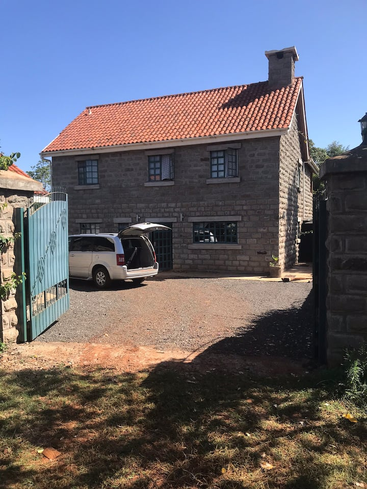 Wonderful large country house close to mount kenya