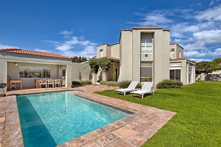 Sunset Beach Cape Town- Specious Villa