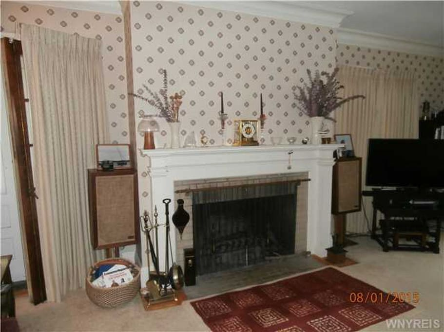 LR fireplace, before wallpaper removal