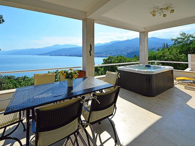 Spacious 4-Bedroom Villa with stunning Seaview - Opatija - Villa