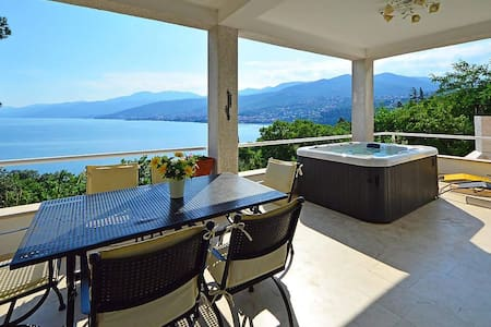 Spacious 4-Bedroom Villa with stunning Seaview - Opatija