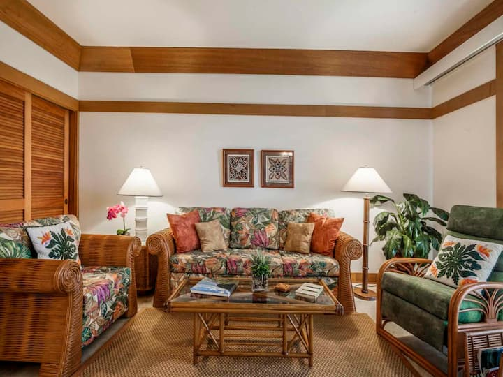 Live It Up Island-Style! Lawn to Lanai, WiFi, Ceiling Fans–Kiahuna Plantation #2321
