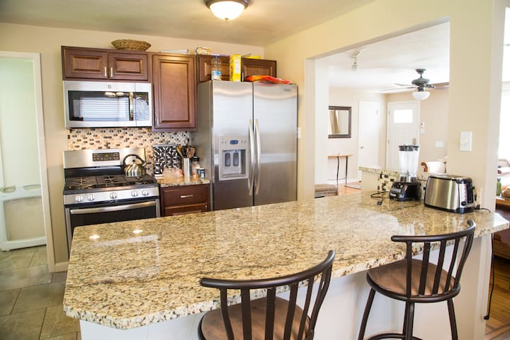 New Kitchen, 4 Bdrm & Room For the Family & Pets