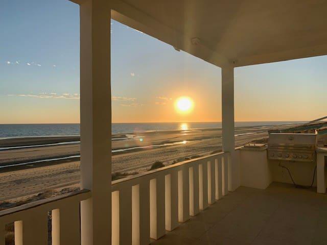La Casa Ballena Azul- Beachfront