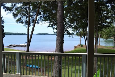 Waterfront Villa on Lake Hartwell, Gorgeous Views!
