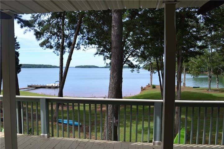 Waterfront Villa on Lake Hartwell, Gorgeous Views!
