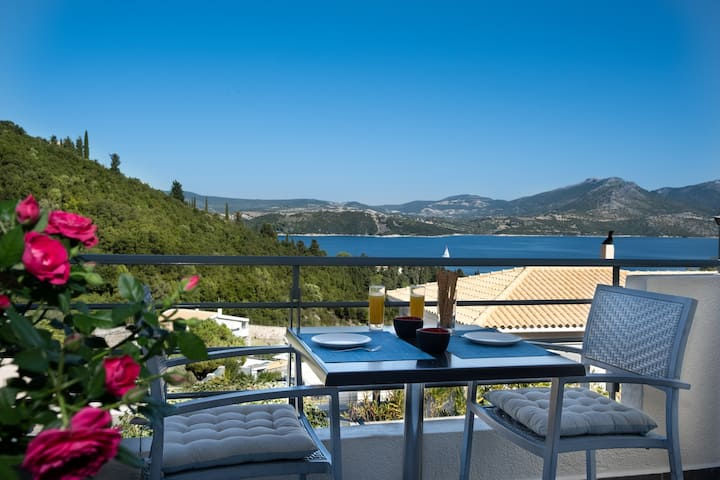 Daily Offer -20% Sea-view apt, pool and breakfast