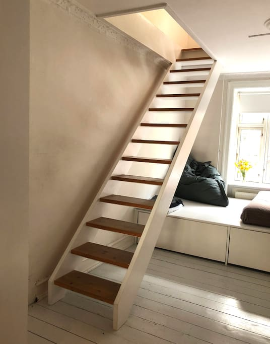 Stairs case to 1 first fl