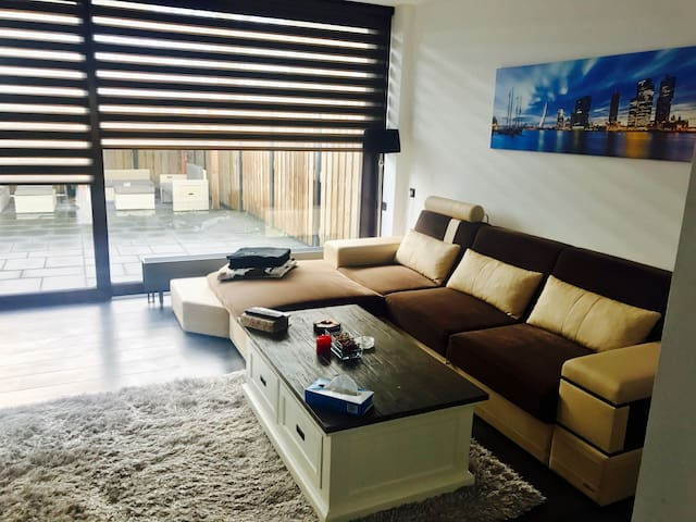 NiceHouse;Close2AHOY;10min from Centre;FreeParking