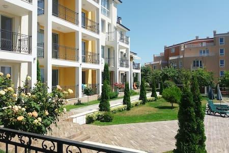 Двустаен апартамент близо до плажа и центъра