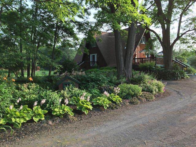 Comfortable, Contemporary, Quiet, Rural Home