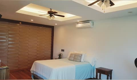WEST END - Single Room= 2 GUESTS, shuttle FREE OW!