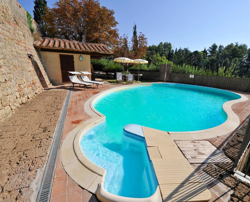 piscina condominiale interno castello