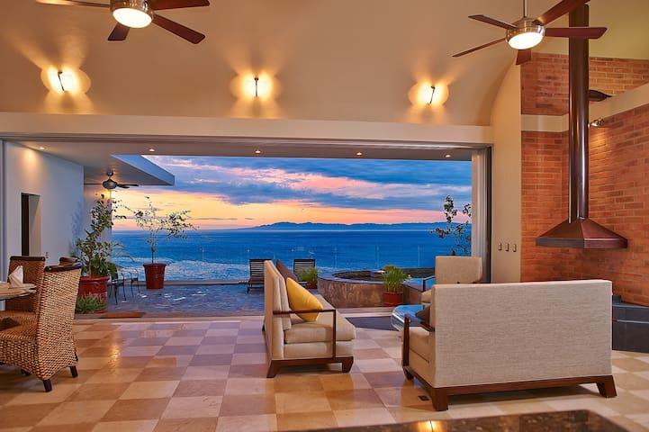 Ocean Front Villa Escondida