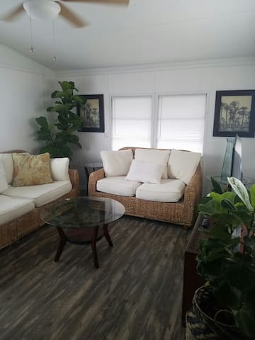 Ormond Park - Large Mobile Home near Art District