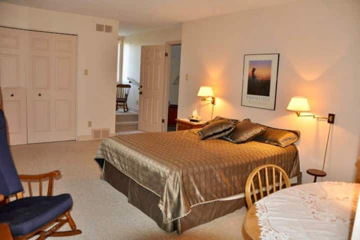 Tall Pines Bed & Breakfast - Room 4