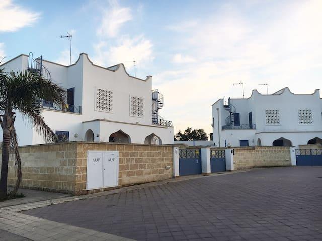 CASA VACANZE SEA AND HOLIDAY TORRE LAPILLO - Villaggio Boncore - Vacation home