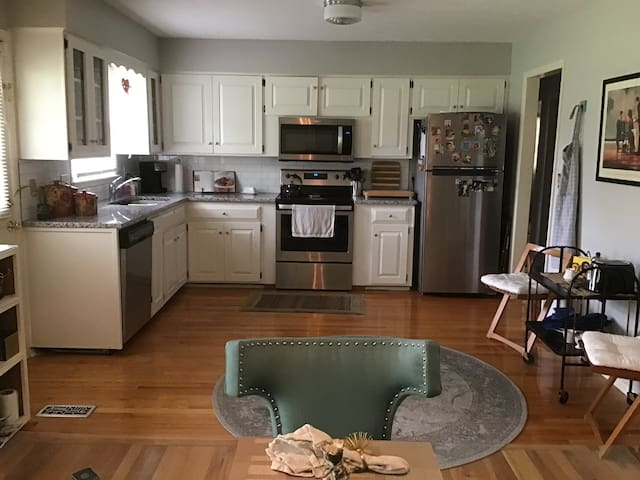 Comfy cozy clean and close to KU, downtown