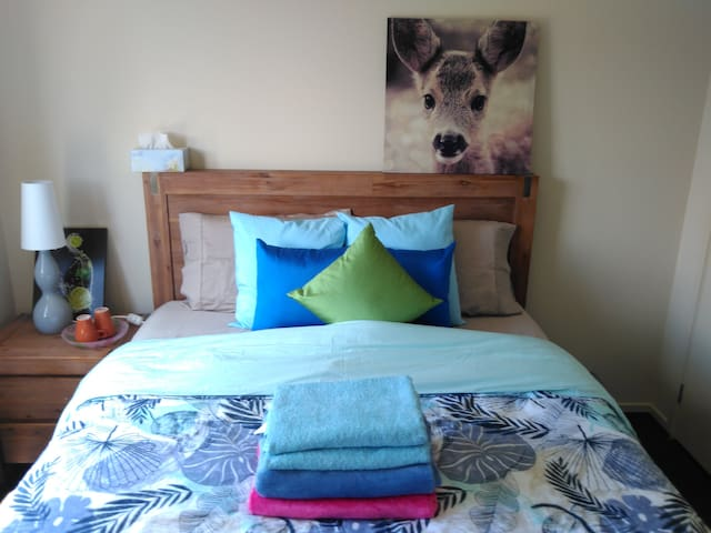 Room (Close to Melbourne Airport & M31 Hume F'way) - Craigieburn - Inap sarapan