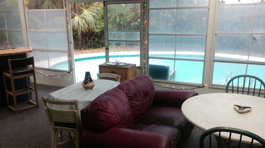 Peaceful Beachside Poolhome!! - Ormond Beach - House