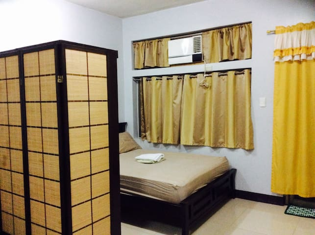 Cozy & Comfy Home w/ Balcony & FAST WIFI - Quezon City - Apartemen