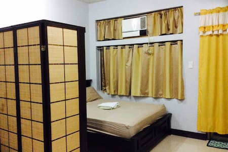 Cozy & Comfy Home w/ Balcony & WIFI - Quezon City - Apartamento