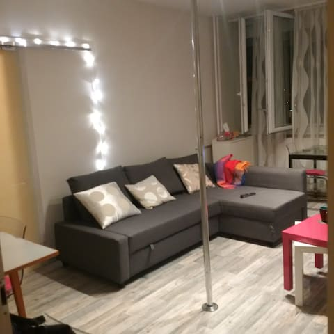 Cozy room with an x-pole, 1 minute from metro - Budapest - Bed & Breakfast
