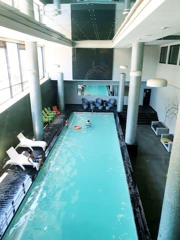 Umhlanga hotel apmt with pool, gym, restaurant
