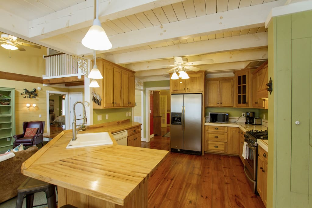 The chef of the group will appreciate a fully equipped kitchen crafted with timber cabinetry.