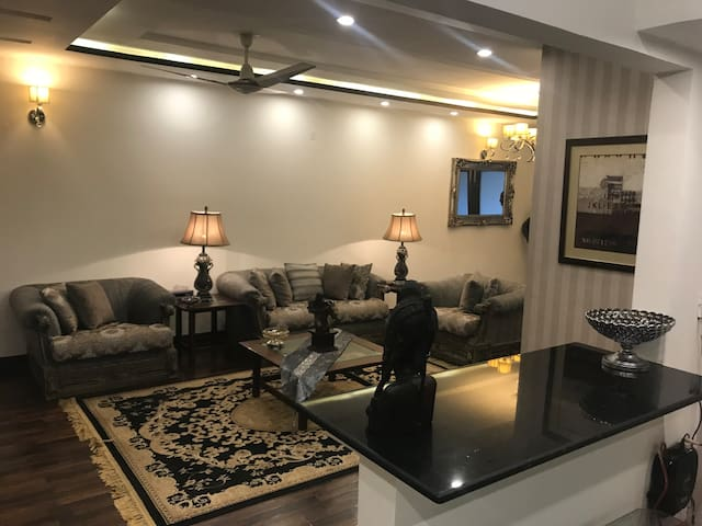 Shahmeer's Executive Appartment