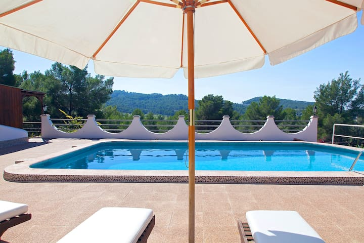 Finca Rota with great location 5' from Ibiza town